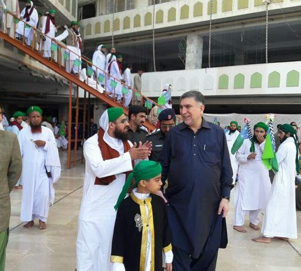 Cricketer Abdul Razzaq visited Faizan e Madina